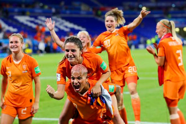 Fresh row between US women's football and its national federation