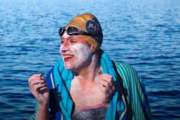 कैंसर सर्वाइवर ने लगातार 4 बार तैरकर पार किया इंग्लिश चैनल, बनाया रिकॉर्ड