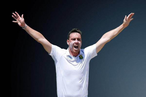 काउंटी चैंपियनशिप के तहत खेले जा रहे मैच में कइल एबॉट ने लिए एक पारी में नौ विकेट
