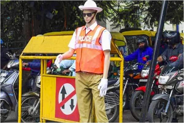 Bengaluru traffic police installs life-Size Mannequins