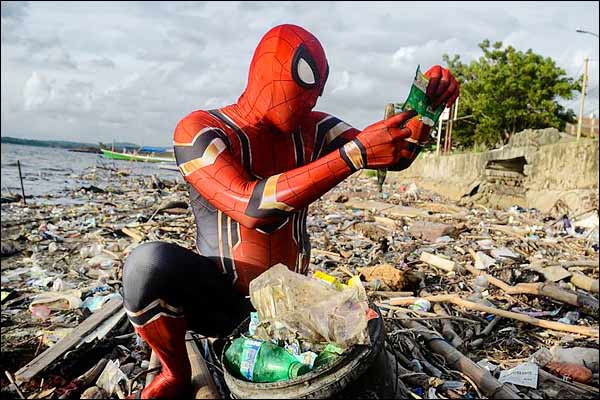 Real life spiderman fighting plastic pollution
