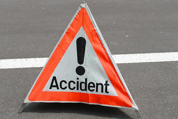 Yamuna Expressway road accident canter overturns  40 people injured