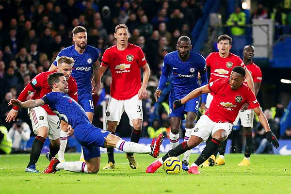 Manchester United reach number 7 after beating Chelsea 2-0