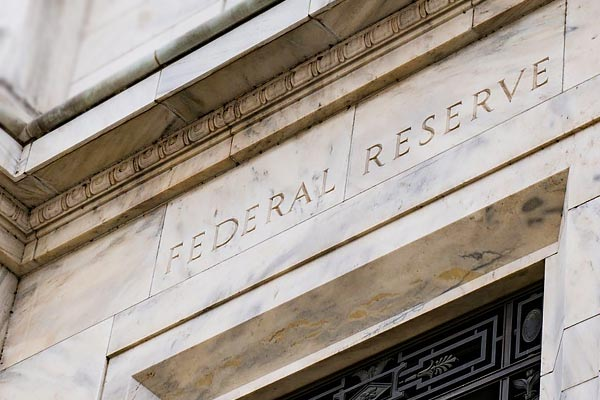 The Fed will give $ 700 billion to save the falling economy  reduce interest rates