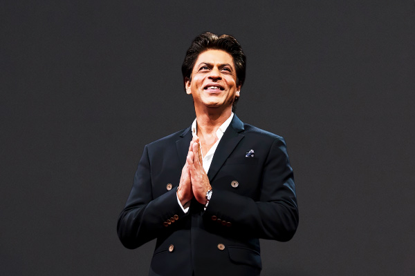 SRK trolls due to lack of participation in battle with Corona, fans come to the rescue