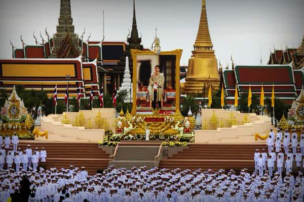 King of Thailand fled to Germany with 20 women