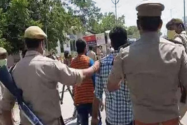 UP Police Team Attacked While Trying To Enforce Lockdown In Bareilly