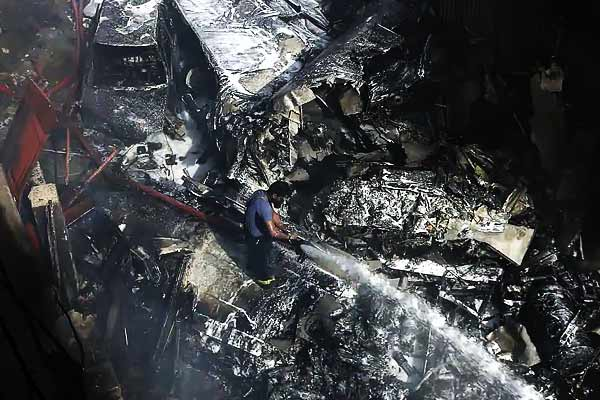 Pakistani aviation authority says pilot of crashed PIA flight ignored air traffic control