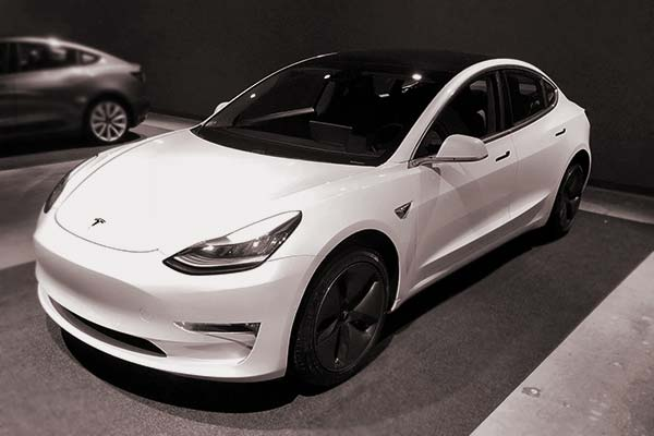 German man accidentally bought 28 Tesla cars for 1.4 million Euros