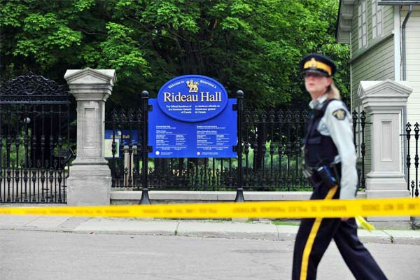 Canadian police detained armed man who drove towards PM Justin Trudeau official residence