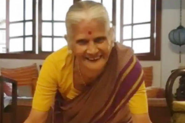Milind Soman mother Usha Soman celebrates 81st birthday with push-ups setting fitness goals x infini