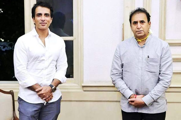 Sonu Sood has now given 25 thousand face shield to Mumbai Police