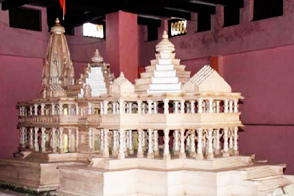 1500 clay soil and water from more than 100 places for the temple