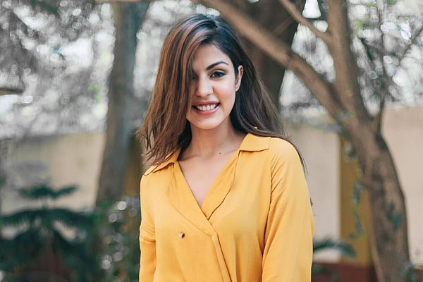 Sushant death case After Enforcement Directorate rejects her request Rhea Chakraborty reaches ED off