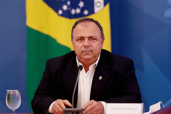 Bolsonaro appoints army general with no medical experience as health minister